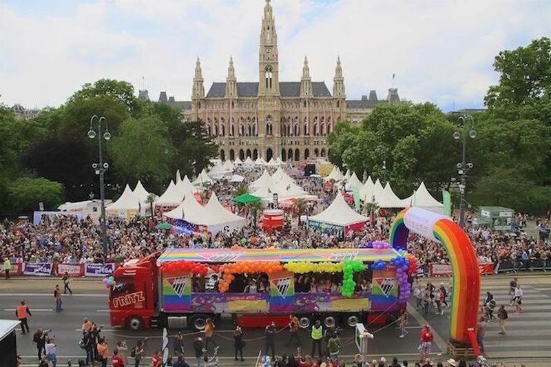 Regenbogenparade Pride Village © Dominik Steinmair